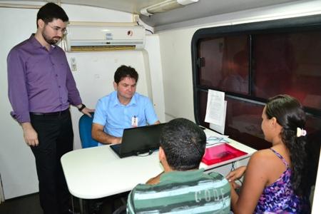 Dr. Ricardo Marinho orienta atendimento da Itinerante na Uninovafapi