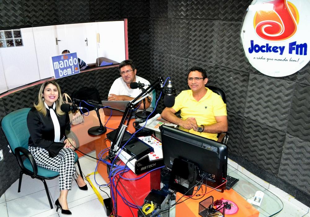 Dra. Alynne Patrício em entrevista na Jockey FM