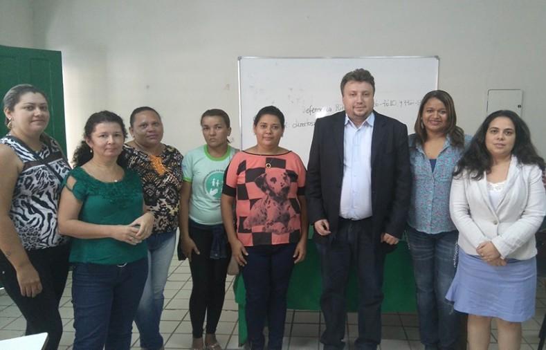 Dr. Igo Sampaio em reunião no Centro Pop