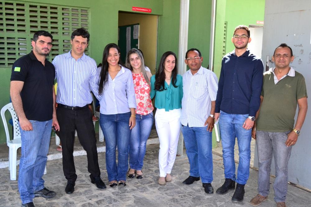 Dr. Afonso com equipe e estagiários em inspeção no CEIP