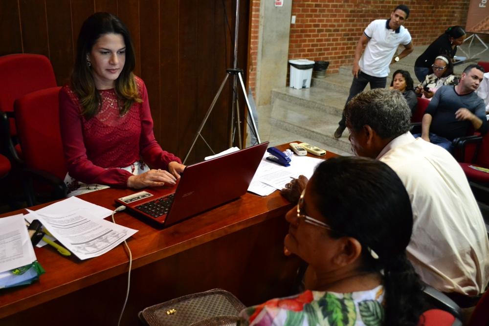 Dra. Christiana Sousa atende assistidos em ação da Justiça Itinerante