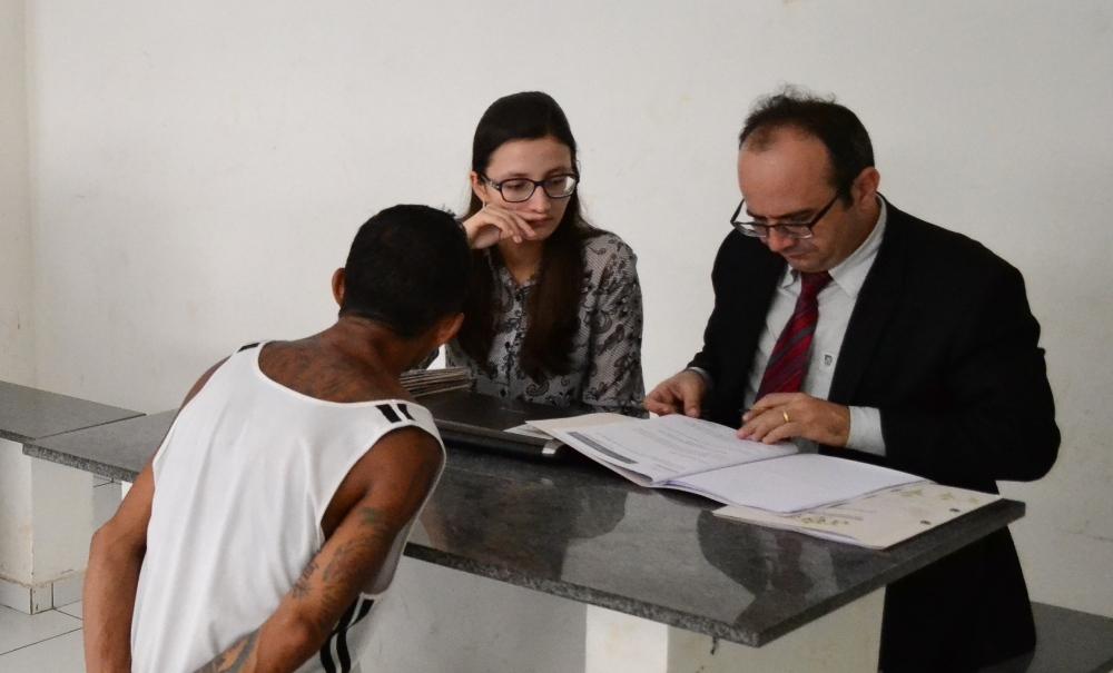 Dr. Erisvaldo Marques em atendimento durante a Força Tarefa