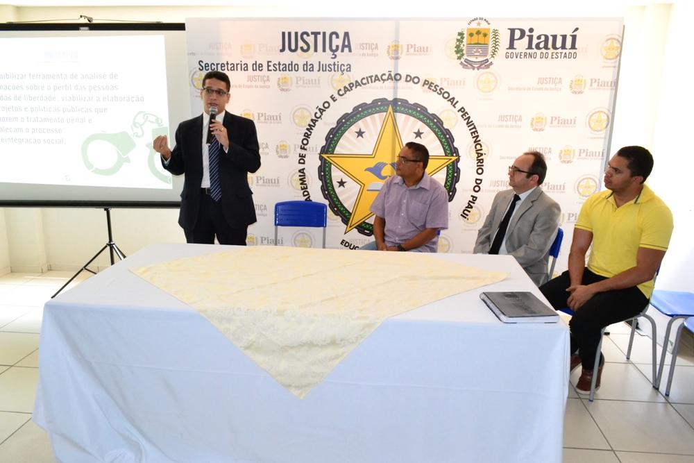 Dr. Erisvaldo Marques durante a apresentação do mapeamento