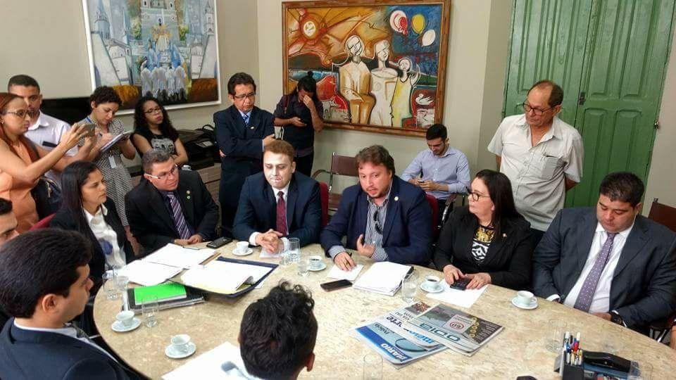 Dr. Igo Sampaio durante a reunião