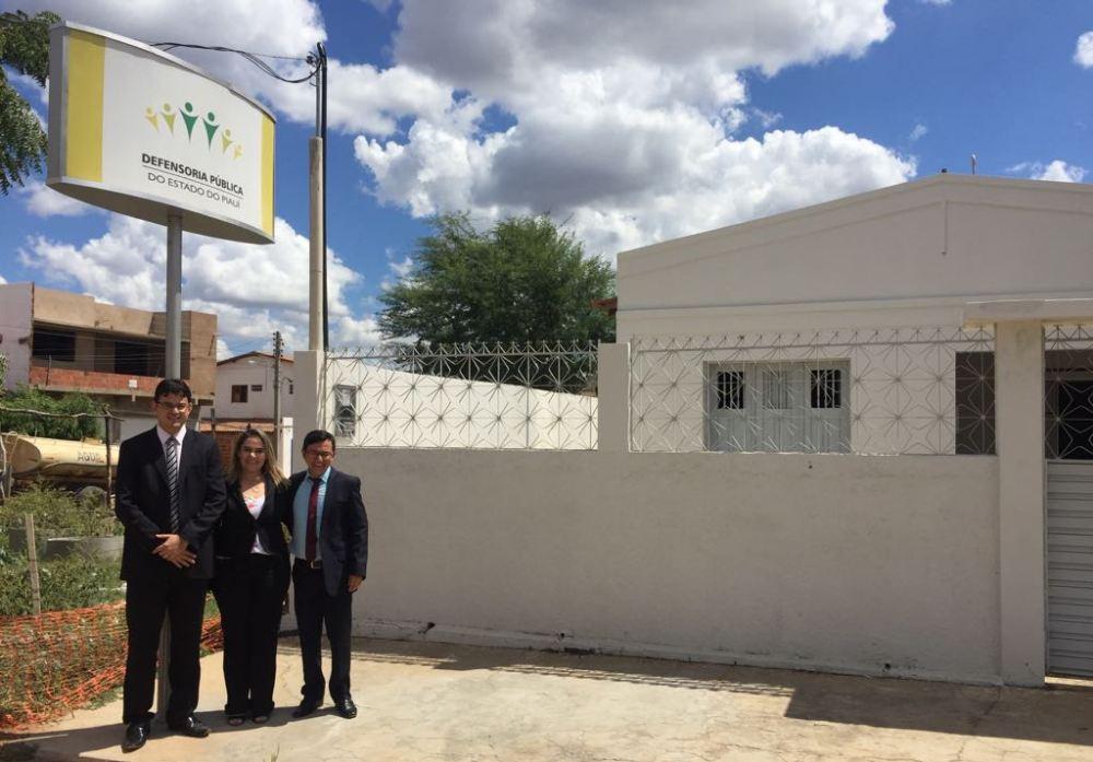 Dr. Gérson Henrique, Dra. Karolynne Barreira e Dr. Paulo Hnerique, na Defensoria Regional de Simões