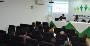 Palestra no auditório da ESDEPI