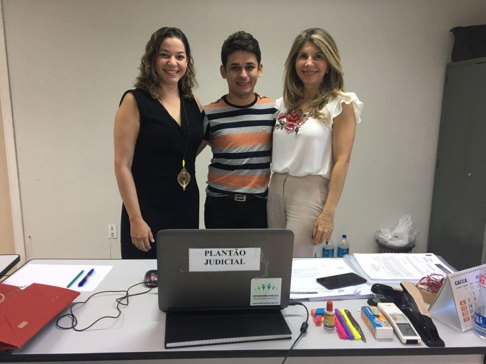 Dra. Ana Patrícia Salha juntamente com Dra. Elisa Cruz Ramos Arcoverde e o colaborador Eduardo Castro que foram  os plantonistas escalados para o domingo, dia 24.