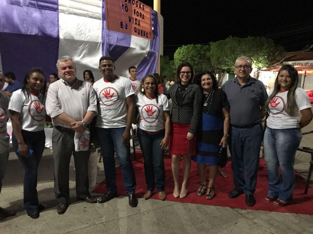 Defensores Públicos e demais integrantes do evento na praça de São Miguel do Fidalgo