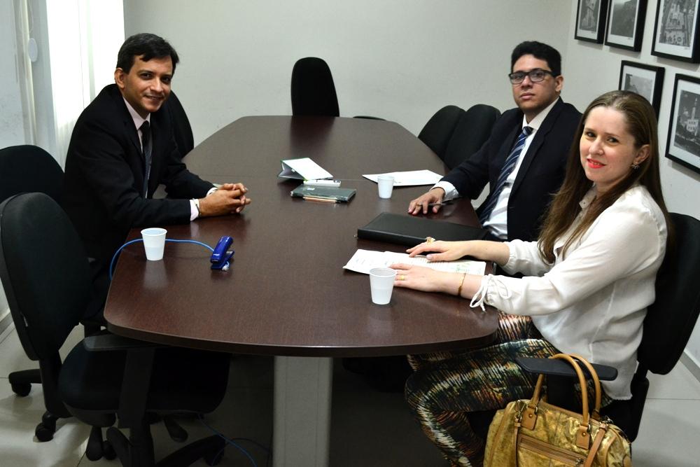 Dr. Marcelo Pierot recepcionou Dr. Eduardo Lopes e Marcelly Sousa