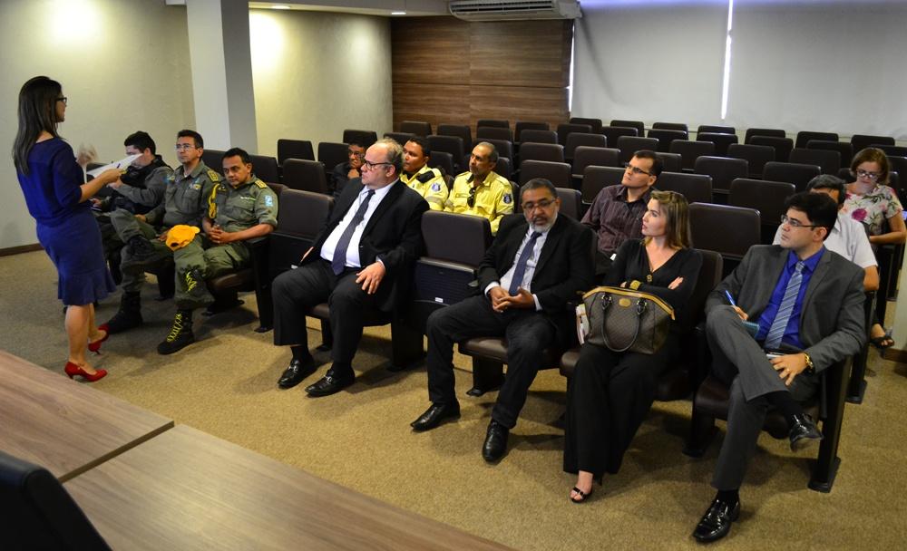 Dr. Gérson Henrique Sousa durante a reunião