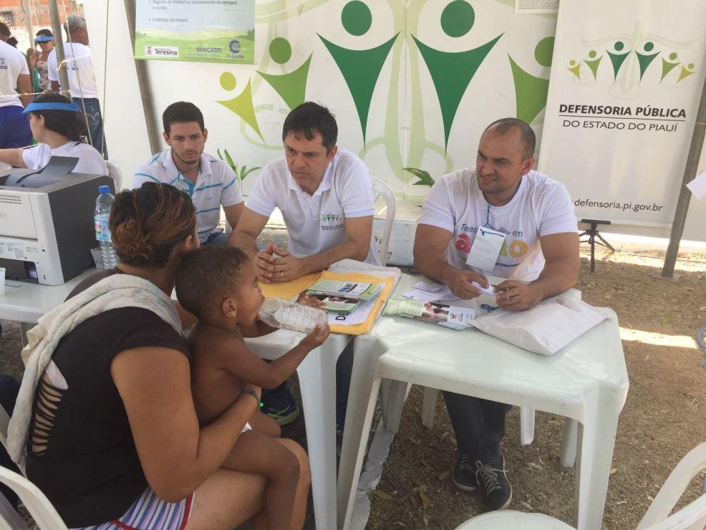 Dr. Afonso Júnior e equipe em atendimento na Santa Maria da Codipi