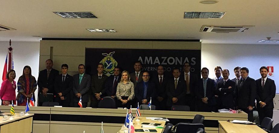 Dr. Erisvaldo Marques e demais Defensores e Subdefensores Gerais em reunião do CONDEGE no Amazonas