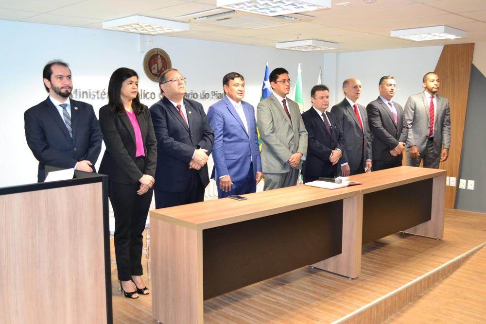 Dra. Hildeth Evangelista na Mesa de Honra da solenidade do Ministério Público