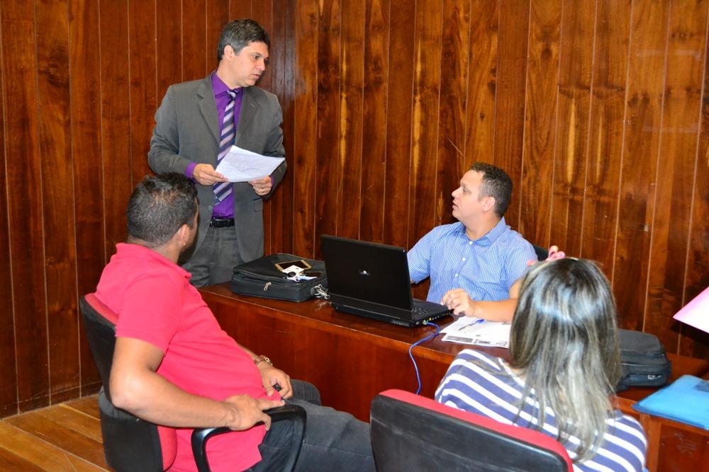 Dr. Afonso Júnior orienta equipe no atendimento da Jornada Itienrante