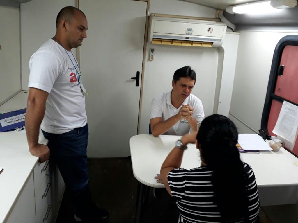 Dr. Afonso Júnior em atendimento no Teresina em Ação