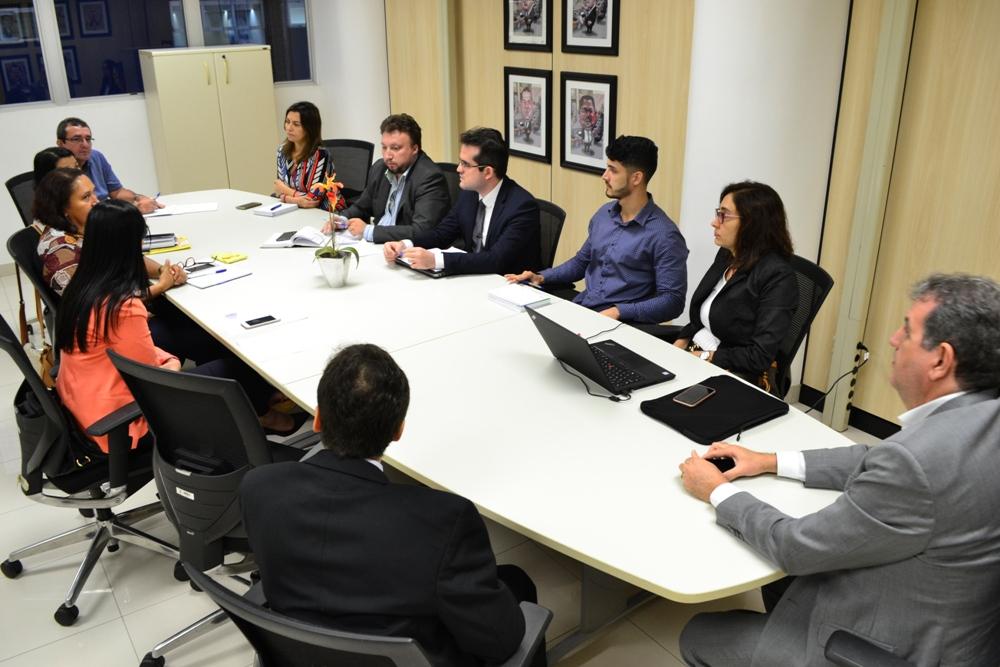 Dr. Igo Sampaio em reunião no TCE