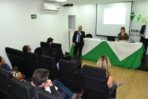 Dr. Erisvaldo Marques e Dra. Patrícia Monte durante a a apresentação do Plano