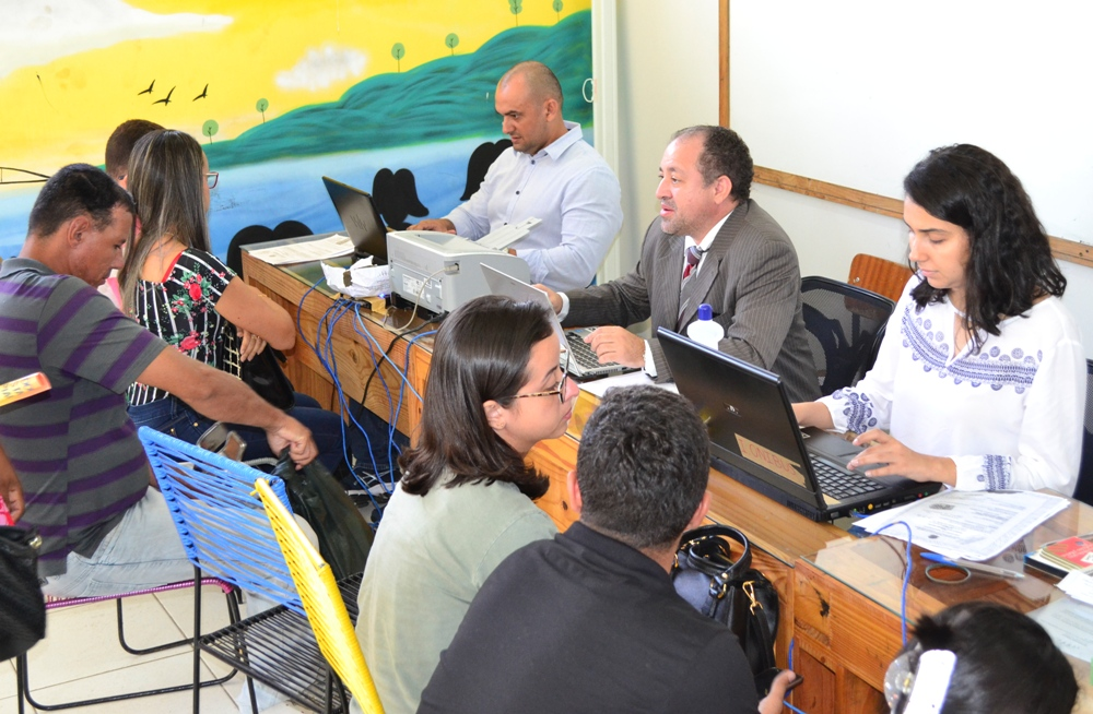 Dr. Arilson Malaquias e equipe da defensoria itinerante em atendimento no Lagoas do Norte