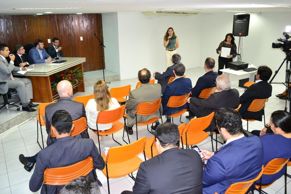 Dra. Patrícia Monte se manifesta durante a reunião