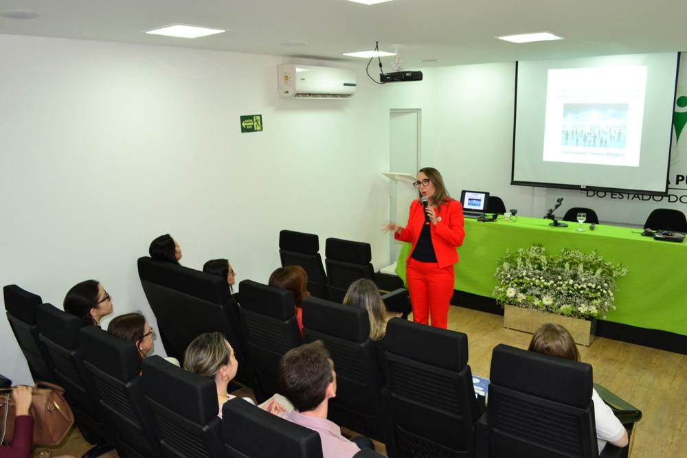 Dra. Cléia Fernandes falou sobre Constelações Familiares para os Defensores Públicos