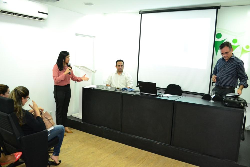 Apresentação videoconferências no auditório da Casa de Núcleos