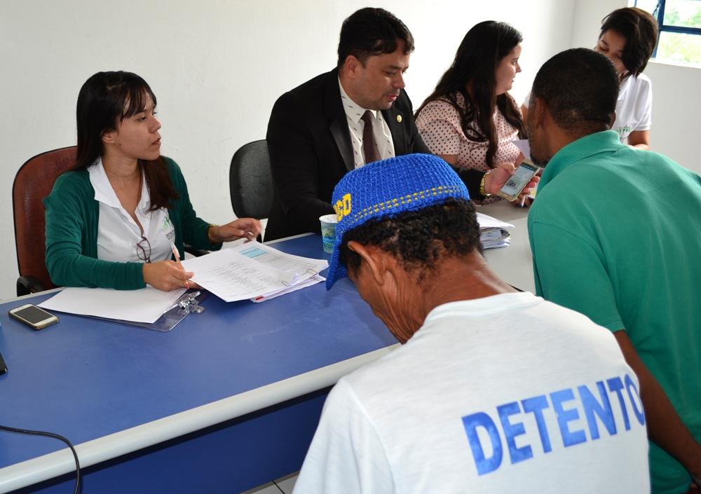Dr. Fabrício Araújo e equipe, durante o atendimento