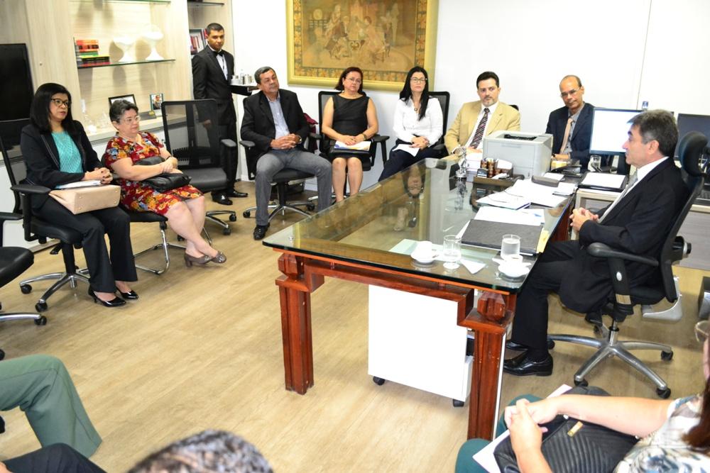 Dra. Hildeth Evangelista e Dr. Eric Leonardo durante a reunião na Corregedoria do TJ