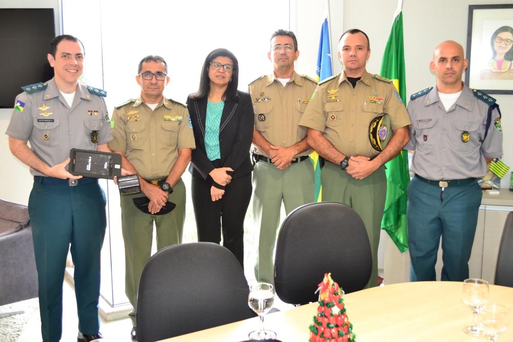 Dra. Hildeth Evangelista e integrantes da Polícia Militar do Piauí e de Rondônia