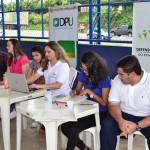 Equipes da DPE e DPU durante atendimento no Parque Rodoviário