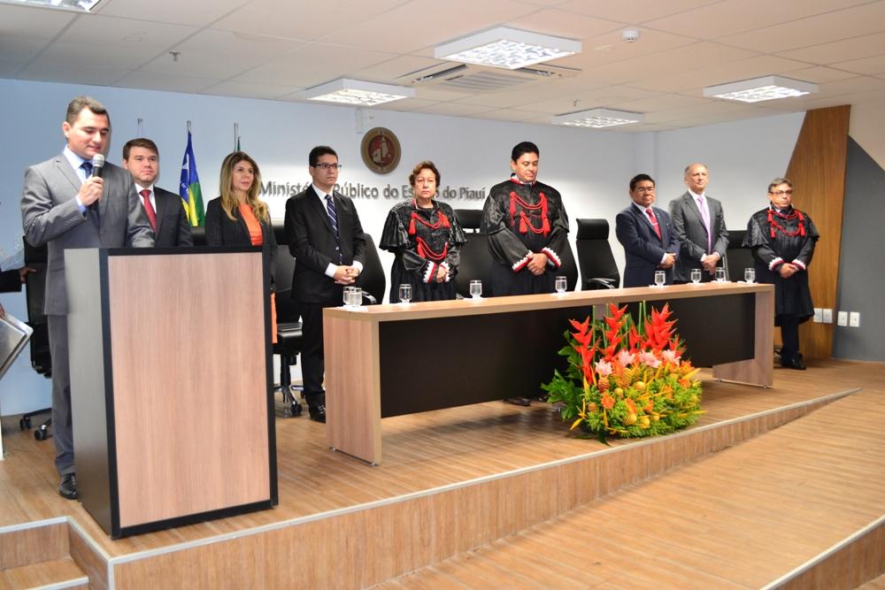 Dra. Ana Patrícia Salha e demais autoridades na Mesa de Honra da solenidade