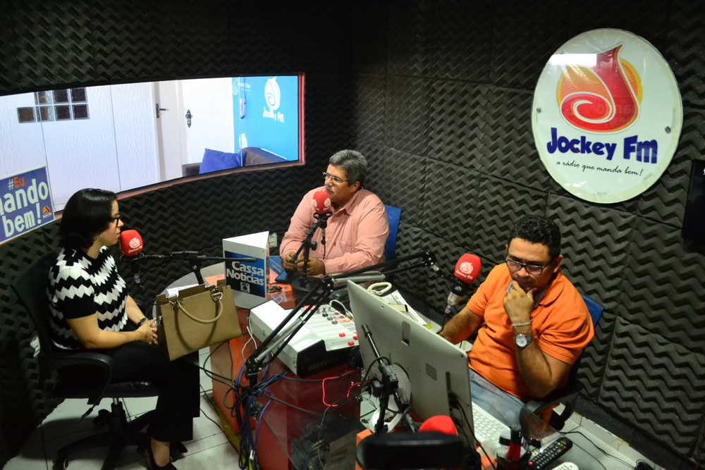 Dra. Carla Yáscar Belchior em entrevista na Jockey FM
