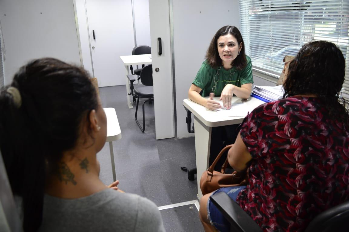 Dra. Lia Medeiros em atendimento no Parque Piauí