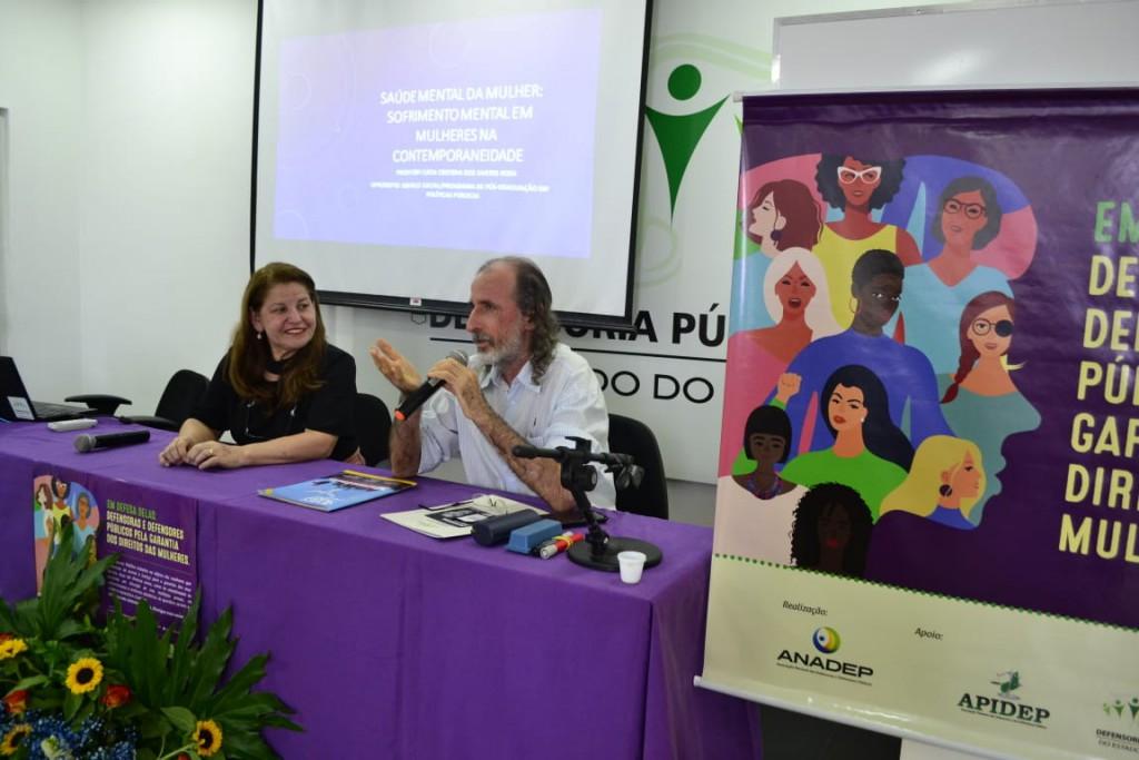 Dr. Rogério Newton mediou a palestra da Dra. Lúcia Rosa