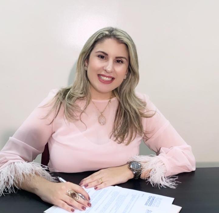 Dra. Alynne Patrício de Almeida Santos