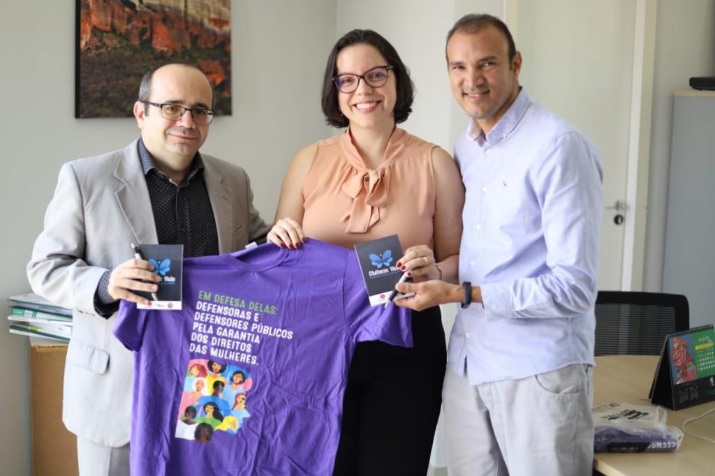 Dr. Erisvaldo Marque se Dra. Carla Yáscar com o Presidente da Comradio, Iraildon Mota