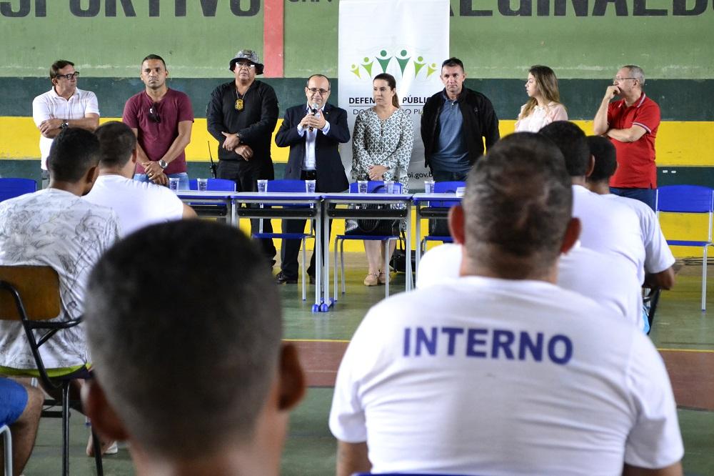 Dr. Erisvaldo Marques fala aos reeducandos da Penitenciária Professor José Ribamar Leite
