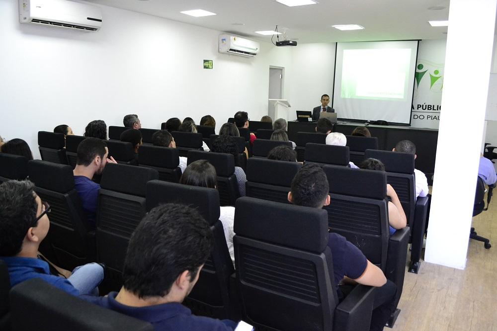 Dr. Ivanovick Feitosa ministrou o treinamento em Teresina